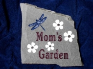 Moms engraved garden stone with white daisies and a dragonfly